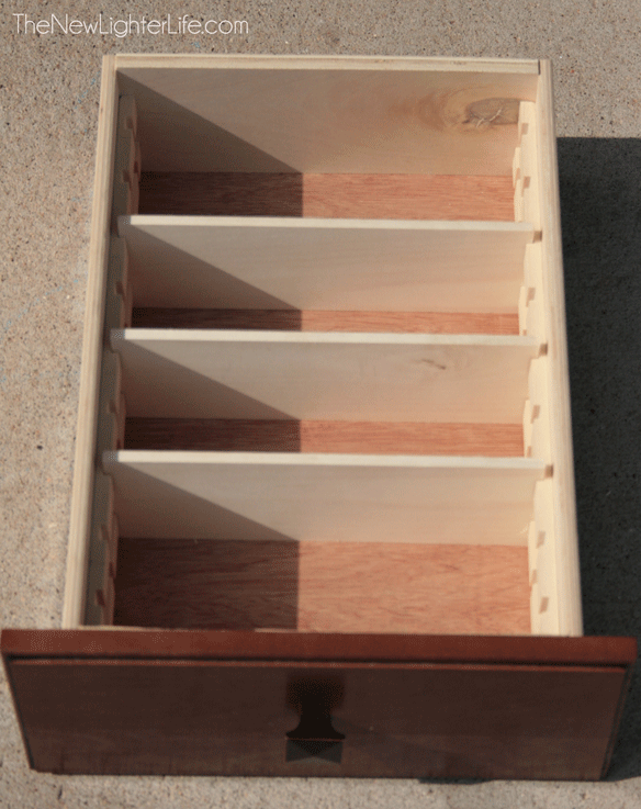 Untensil-Drawer-with-Dividers