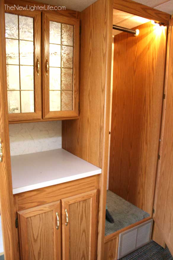 96-winnebago-adventurer-hall-closet