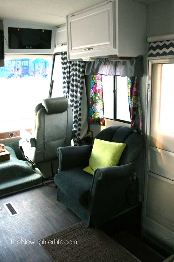 Side-chair-view-of-remodeled-winnebago-adventurer